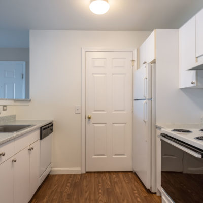 Full kitchen with lots of counter space at Windshire Terrace apartments in Middletown
